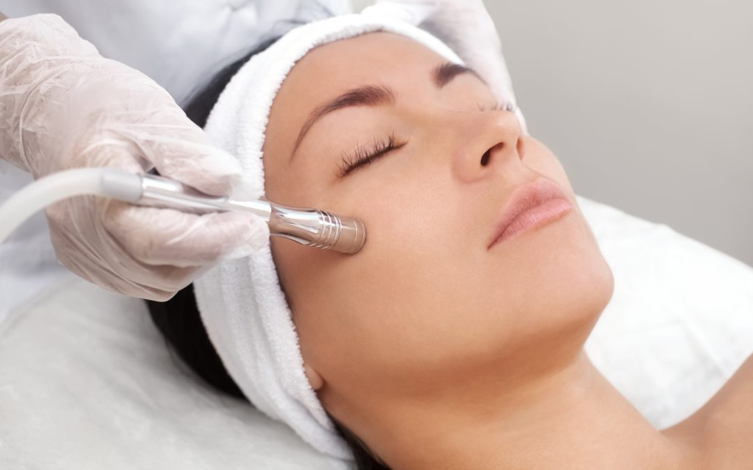 6 Amazing Benefits of Facials For Your Skin
